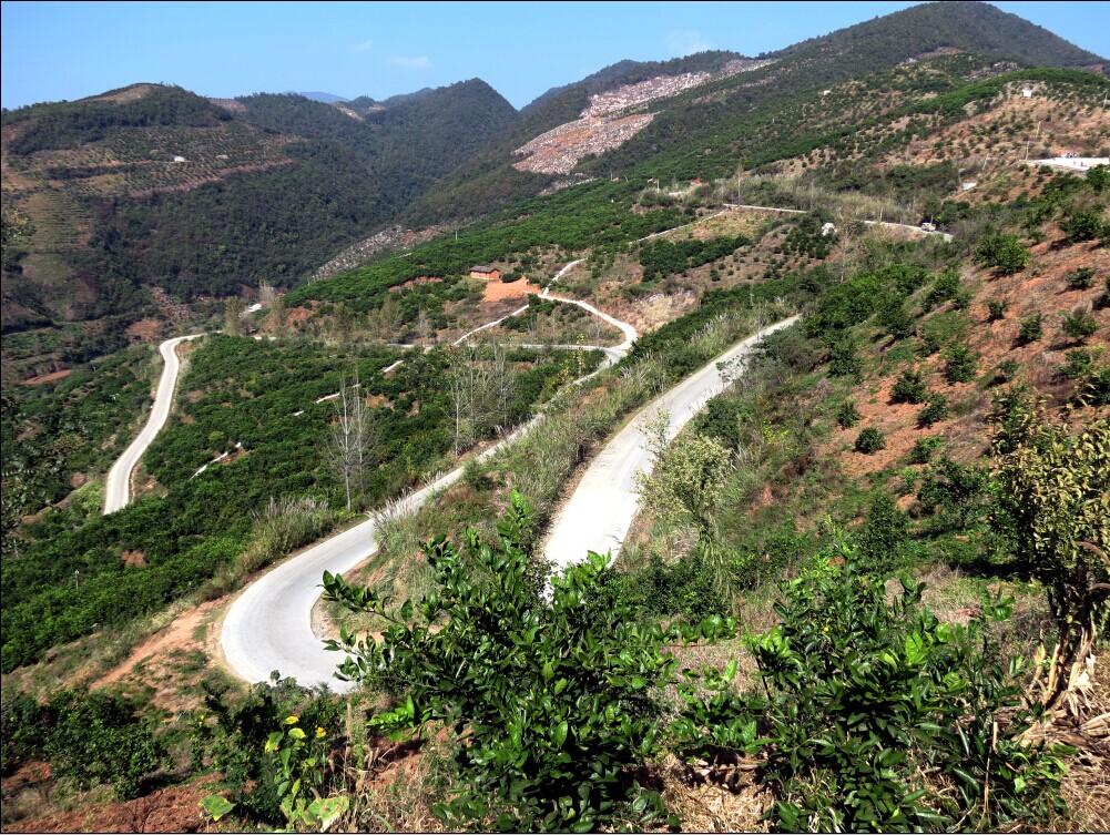 峡口的三道回头线公路